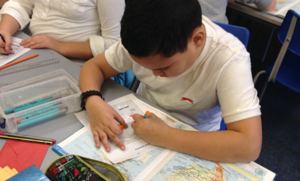 Pupils learn about the geography of El Salvador